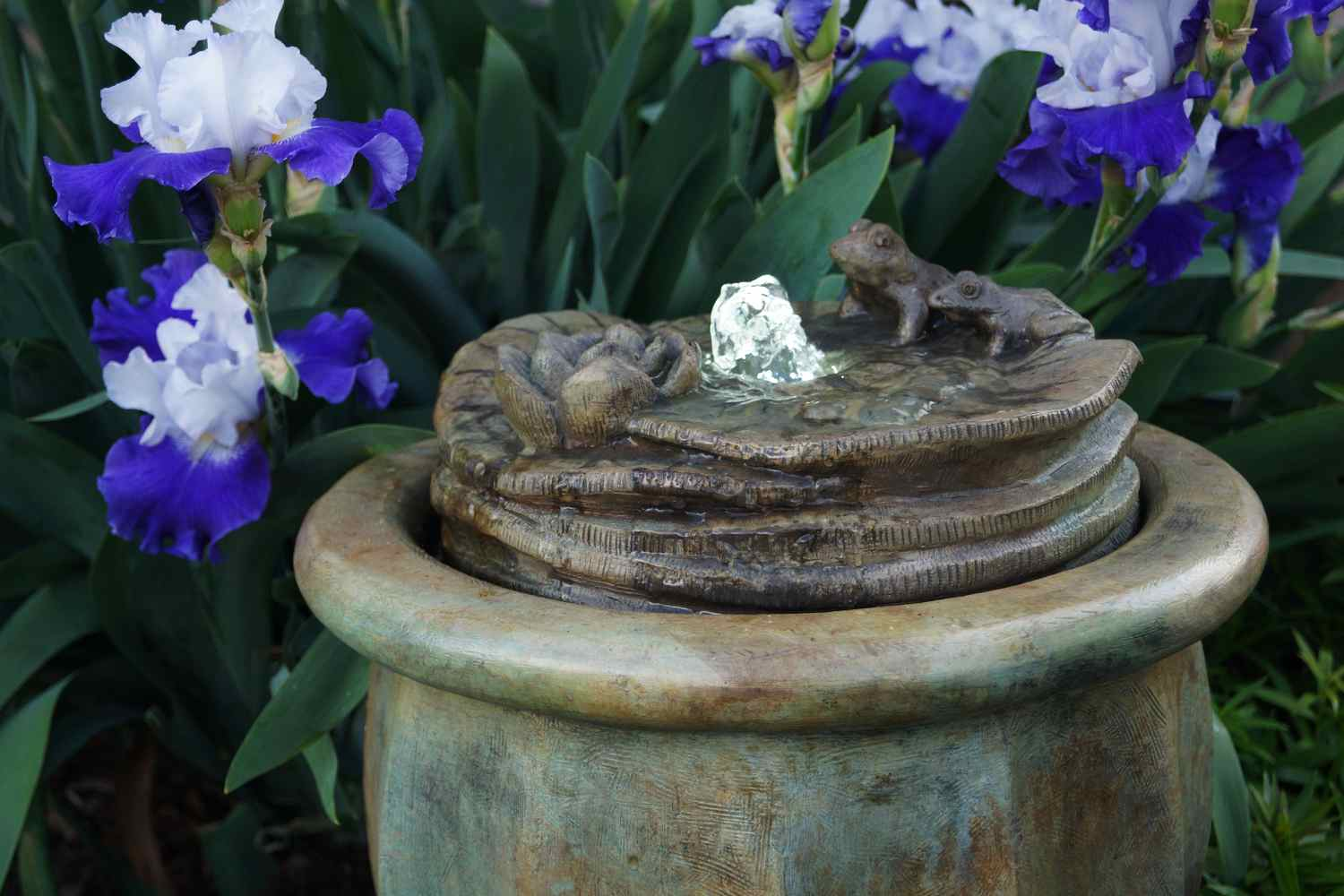 Frogs Patio Bubbler Fountain Maison Decor