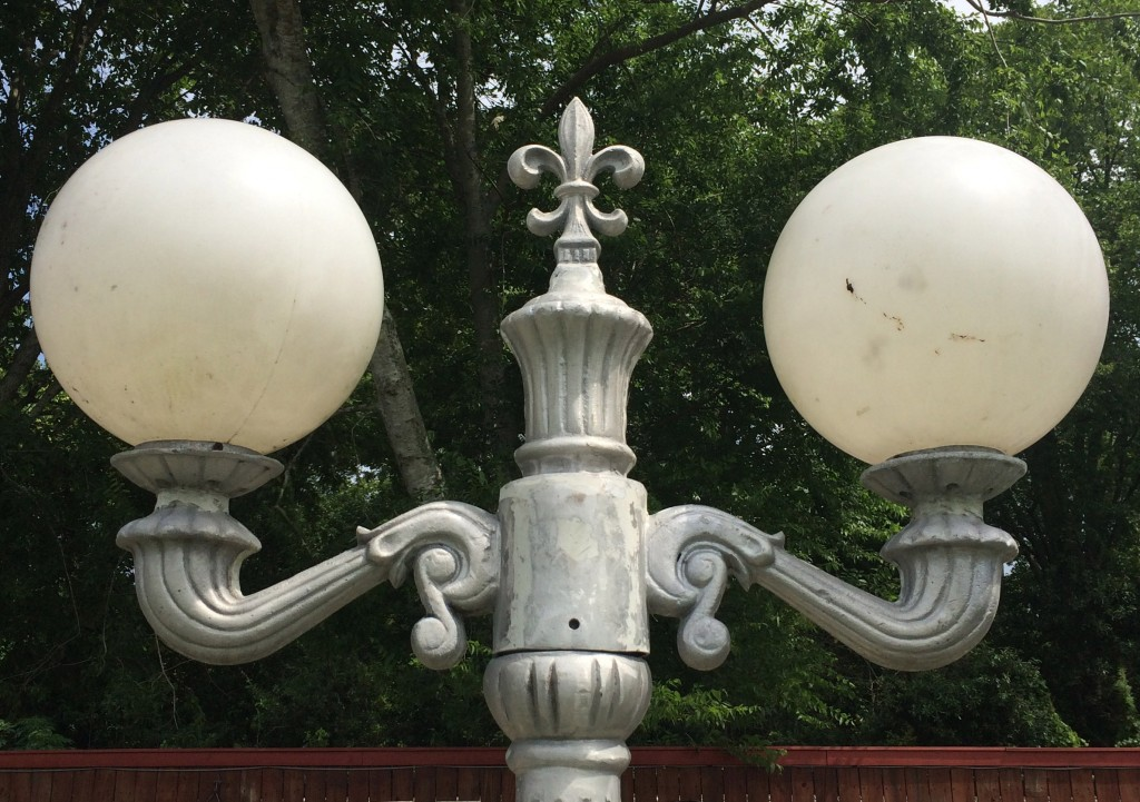 Two Globe Victorian Light Maison Decor